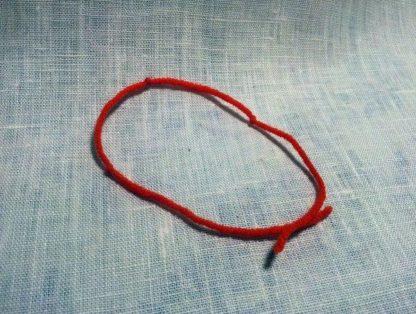 Талисман Красная шерстяная нить